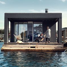 Houseboat by Laust Nørgaard floats in Copenhagen harbour Danish boatbuilder Laust Nørgaard has completed a floating home for his family in Copenhagen harbour (+ slideshow). Floating Architecture, Shanty Boat, Surface Habitable, Water House, Floating House, Boat Design, Cuisines Design, Boat Plans, Boat Building