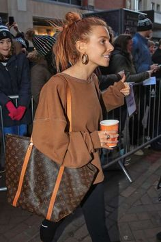 Stacey Dooley falls victim to Strictly curse and splits from long-term boyfriend Stacy Dooley, Minimal Outfit, Tv Presenters, My Wardrobe, Passion For Fashion, Autumn Winter Fashion, Street Wear, Street Style, Style Inspiration