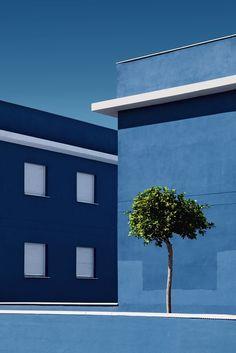 - architecture and nature by juanjo fernández blue aesthetic & inspi Colour Architecture, Modern Architecture, Minimal Photography, Landscape Photography, Photocollage, Foto Art, Design Set, Blue Design, Blue Aesthetic