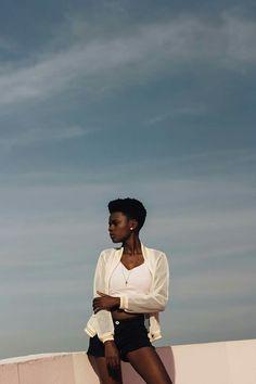 Modelo negra / ensaio fotográfico / minimalista / bleu / mulher negra