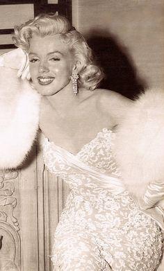 MARILYN MONROE  from GENTE MESE Hollywood anno X111 Marzo 1998. Milano Italy. (please follow minkshmink on pinterest) #marilynmonroe