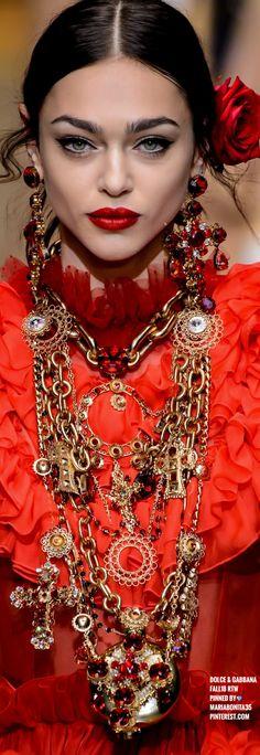 Dolce & Gabbana Fall18 Details | Jewelry trends 2018