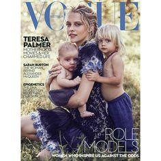 #TeresaPalmerand her sons Bodhi, 3, and Forest, four months - in the new issue of#VogueAustralia!! What a beautiful family! • • • • • #TeresaPalmer e seus filhos Bodhi, 3 anos, e Forest, quatro meses - na nova edição da #VogueAustralia !! Que família linda!