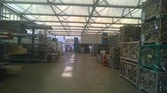 Und so sieht das dann von Innen aus: Verschiedene Areale in der Lagerhallen machen Platz für die verschiedenen Produkte und sorgen für Ordnung.