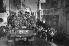 American troops during the liberation of Naples. October by Robert Capa Naples, Budapest, First Indochina War, Italian Campaign, 82nd Airborne Division, Human Rights Issues, Vietnam, Photographer Portfolio, Mystery Of History