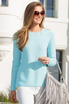 Le pull en laine mérinos vert d eau. Collection Printemps-Ete 2015. d0d398ac367c