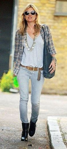 Grunge chic outfit casual fall spring outfit flannel plaid skinnie jeans short boots