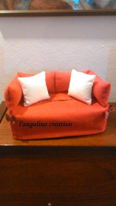 divanetto rosso porta kleenex
