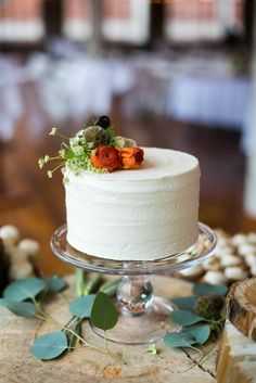 simple one-layer cake with fresh flowers