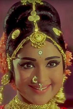 Vyjayanthimala Indian Celebrities, Bollywood Celebrities, Bollywood Actress, Most Beautiful Indian Actress, Beautiful Actresses, Hot Actresses, Indian Actresses, India Actor, Royal Look