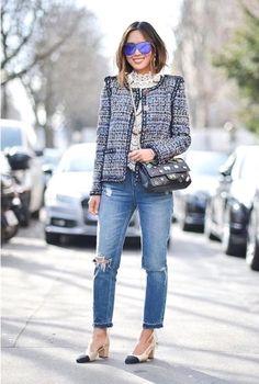 Tweed blazer and jeans Chanel Tweed Jacket, Chanel Style Jacket, Boucle Jacket, Tweed Coat, Tweed Outfit, Look Fashion, Fashion Outfits, Fashion Ideas, Fashion Tips