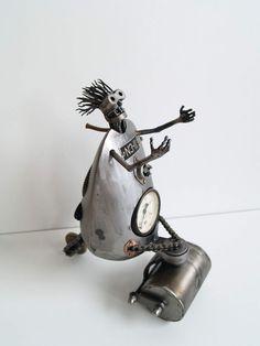 Recyclage de pièces de motos en sculptures danimaux steampunk   recyclage de vieilles pieces de voitures et de motos en sculpture d animaux steampunk tomas Vitanovsky personnage 1