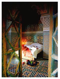 Moroccan bedroom. so vibrant and busy