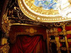 Le toit de l'Opéra de Paris/Palais Garnier. Um dos meus lugares favoritos em Paris. Os ingressos já estão a venda! Saiba mais em www.ohlaladani.com.br