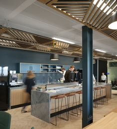 Inside A. Kearney's New London Office Kitchen at A. Kearney's London office - Pantry With One Redo Office Bar, Office Lounge, Kitchen Office, Office Kitchenette, Pantry Office, Office Canteen, Office Break Room, Office Cubicles, Office Bookshelves