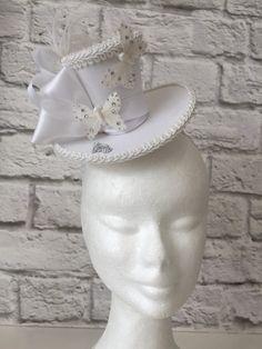 Sombrero Mini blanco por CuriouserCuriouserCo en Etsy Sombreros De Papel 354d9a29b29