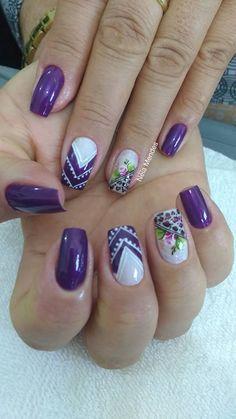 O outono chegou e com ele as tendências de moda que começam a tomar conta do visual feminino, são bolsas, calçados, roupas e unhas que aparecem com tudo nessa temporada e poderão ser vistas em todos os lugares. As unhas decoradas dão uma cor a mais ao visual feminino durante o outono e para esse… Purple Nail Art, Pastel Nails, Gorgeous Nails, Love Nails, Minion Nails, Leopard Nails, Cute Nail Designs, Trendy Nails, Beauty Nails