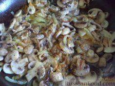Фото приготовления рецепта: Жареные шампиньоны со сметаной - шаг №6