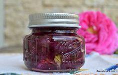 Dulceață de trandafiri - rețeta de pe vremuri. Rețeta de dulceață din petale de trandafir de Damasc. Ce trandafiri se folosesc la dulceață, Limoncello, Mason Jars, Food And Drink, Urban, Drinks, Syrup, Canning, Kitchens, Fine Dining