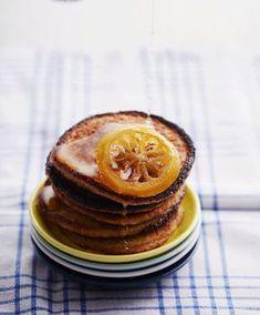 Herkullisissa kaurapannareissa vehnäjauho on korvattu kaurahiutaleilla. Tarjoile rapeat pannarit sitruunasiirapin kera.