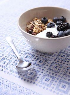 Frühstück: Müsli mit Früchten und Jogurth