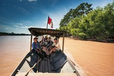 Voyage en pirogue sur le rio Pachitea, au Pérou. - National Geographic France