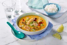 Denne varmende suppen basert på Thai red curry-middagsbase er rask og god. Du bestemmer styrken selv ved å tilsett mer chili om ønskelig.