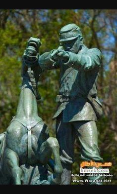 تمثال الرجل و الحصان مشهور كمان