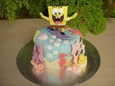 Mini tarta de fondant con personaje de Bob Esponja    www.monicacupcakes.blogspot.com