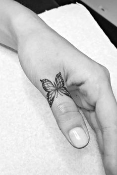 The butterfly is an elegant and often colourful creature with vivid patterns and bright displays of flamboyance. Hand And Finger Tattoos, Finger Tattoo For Women, Small Hand Tattoos, Finger Tattoo Designs, Dainty Tattoos, Girly Tattoos, Pretty Tattoos, Body Art Tattoos, Sleeve Tattoos