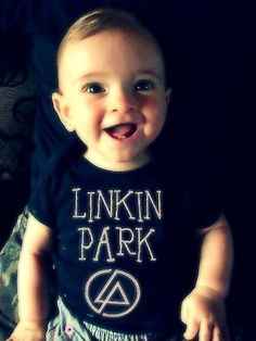 I dont like kids but if i see this one im gonna hug him... or his parents whoever picked the shirt:D