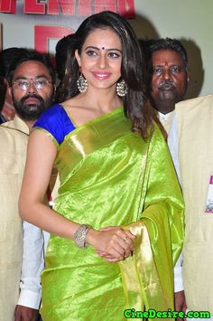 #RakulPreet Singh's '#Yaariyan' with striking bold green #KanchiPattuSilksaree and the smart blue short sleeves blouse is definitely rewarded for we are unable to take our eye off her!