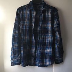 Men's button up ✨EUC  ✨measurements upon request  ✨no trades  ✨if you have any other questions let me know   Always thank you for shopping and don't forget to save 20% by bundling Shirts Casual Button Down Shirts