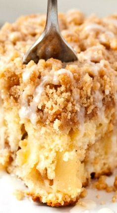 Apple Crumb Coffee Cake ~ Buttery coffee cake studded with apples and finished with a crunchy cinnamon crumb topping. Apple Crumb Cakes, Crumb Coffee Cakes, Apple Coffee Cakes, Coffee Apple, Apple Crumb Pie, Moist Apple Cake, Coffee Cake Muffins, Apple Recipes, Sweet Recipes