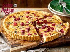 Wir lieben Tarte! Besonders in dieser leckeren Herbstvariante mit Walnüssen, roten Trauben und würzigem Blauschimmelkäse.