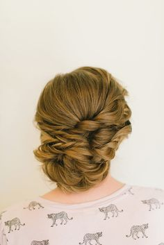 Classic Wedding Updo: This is a classic curly wedding updo. This style goes with any type of wedding and dress.CreditsPhotographers: Sarah McKenzie PhotographyHost: Adorne ArtistryWorkshop Instructor: Hair & Makeup by Steph