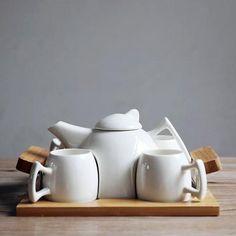 Simple Japanese Style White Ceramic Tea Sets Six-Piece Set 1 Teapot 4 Cups 1 Tea Tray High Quality Gifts Porcelain Teapots Tea Pot Set, Pot Sets, Coffee Display, Clay Teapots, Style Japonais, Rakhi Gifts, Tea Tray, White Dishes, Tea Recipes