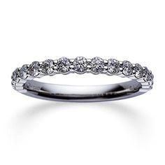 MIKIMOTO(ミキモト)の結婚指輪、DGR-1351のご紹介です。ダイアモンドを半周にあしらったハーフエタニティ。「エタニティリングは憧れだけれど、サイズ直しができないのはちょっと…」という方にもおすすめ。【ゼクシィ】なら、MIKIMOTO(ミキモト)のマリッジリングも多数掲載中。