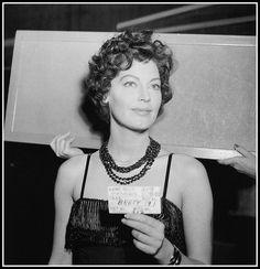 Lady Be Good: Ava Gardner in a hair test for The Sun Also Rises. Ava Gardner, Old Hollywood Stars, Golden Age Of Hollywood, Classic Hollywood, Classic Actresses, Hollywood Actresses, Hollywood Celebrities, Divas, Hair Test