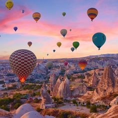 Waking up at the crack of dawn is worth it for this view Have you ever been in a hot air balloon? Edited with my app @izkizcam #Cappadocia #Turkey
