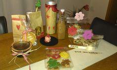 Schokolikör, Stollen mit 3 verschiedenen Füllungen, Cakepops, Marmeladenkissen, schwarze Nüsse & Cantuccini