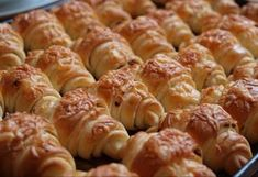 Sajtos croissant Czech Recipes, Ethnic Recipes, Easy Dinner Recipes, Sausage, Food And Drink, Yummy Food, Delicious Meals, Cooking Recipes, Pizza