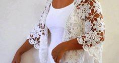 Beyaz motifli örgü bayan şal modeli