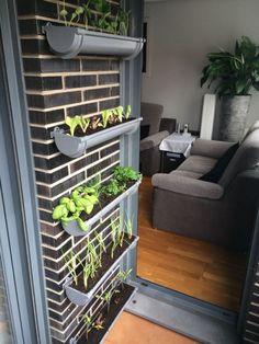 Mini huerto vertical urbano en la Comunidad de Jardinería - Hogarutil.com