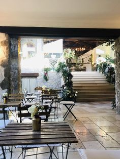 Allestimento invernale Wedding day 2019 Villa, Table Decorations, Furniture, Home Decor, Decoration Home, Room Decor, Home Furnishings, Home Interior Design, Fork