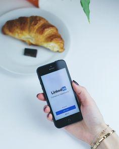 🔝 Ieri nelle nostre IG stories abbiamo svelato i nostri 10 consigli per un profilo Linkedin di successo. Te li sei persi?  Niente paura, eccoli riassunti qui:  1️⃣ Scegli un'immagine del profilo ben illuminata, in primo piano, dove si vedano gli occhi.   2️⃣ Usa un'immagine di copertina che suggerisca immediatamente il settore di cui ti occupi.  3️⃣ Non utilizzare Linkedin come un curriculum. Punta solo sulle esperienze più significative e rendi il tuo profilo… Usb Flash Drive, 3, Instagram, Usb Drive