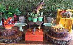 Kit Festa Dinossauro 2 - ALUGUEL by Design Festeiro Birthday Party At Park, Dinosaur Birthday Party, 6th Birthday Parties, Birthday Party Decorations, 2nd Birthday, Party Themes, Festa Jurassic Park, Childrens Party, Decor Crafts