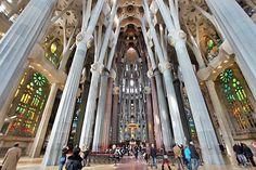 A Sagrada Familia de Gaudí deve ser concluída em 2026. Confira só como ela ficará.  http://ift.tt/1GmxtuY.