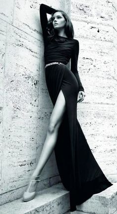 black dress w/fantastic side slit