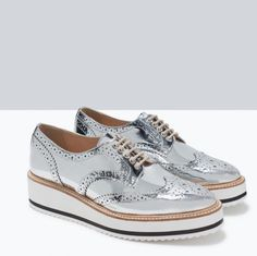 shoes zara silver white lace up fashion girl platform shoes flatforms oxfords alternative metallic shoes patent shoes Metallic Brogues, Silver Oxfords, Metallic Shoes, Silver Shoes, Oxford Sneakers, Oxford Shoes, Shoes Sneakers, Oxford Platform, Platform Shoes